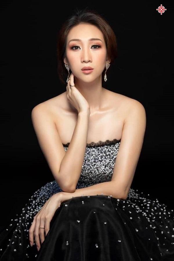 Dù gia đình không có ai theo nghề ca hát nhưng Lều Phương Anh từ nhỏ đã yêu thích âm nhạc và có ước mơ lớn lên sẽ trở thành một ca sĩ.