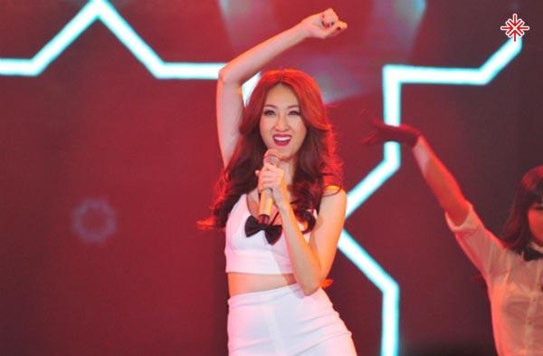 Cuối cùng, cô chọn nghe theo tiếng gọi của trái tim để trở thành thí sinh tham gia cuộc thi Vietnam Idol 2010.