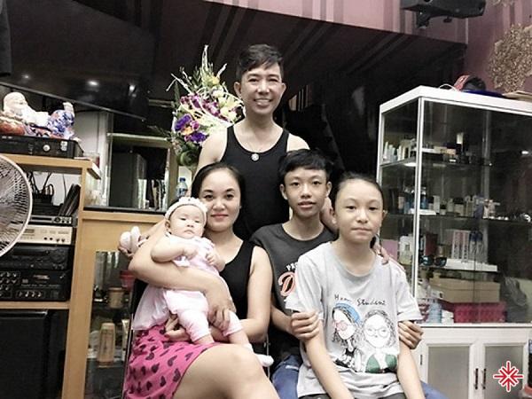 Gia đình ca sĩ Long Nhật.
