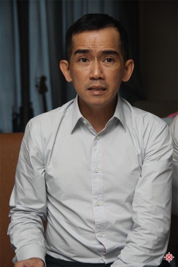 Vào năm 1988, Minh Thuận tham gia vào nhóm ca khúc chính trị Tiến Đạt.