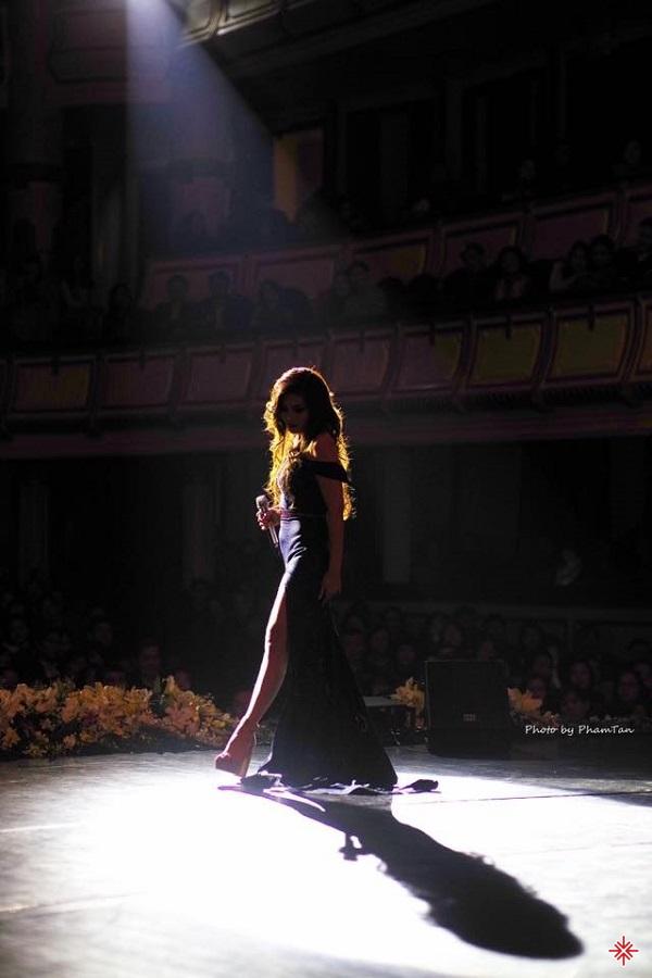 Ca sĩ Ngọc Anh không chỉ xuất sắc trong ca hát, cô cũng có thể tự sáng tác các ca khúc.