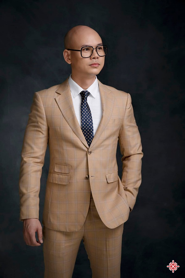 Sự tham gia của Phan Đình Tùng đã lấp chỗ trống mà nhiếp ảnh gia Thành Nguyễn để lại trong ban nhạc.