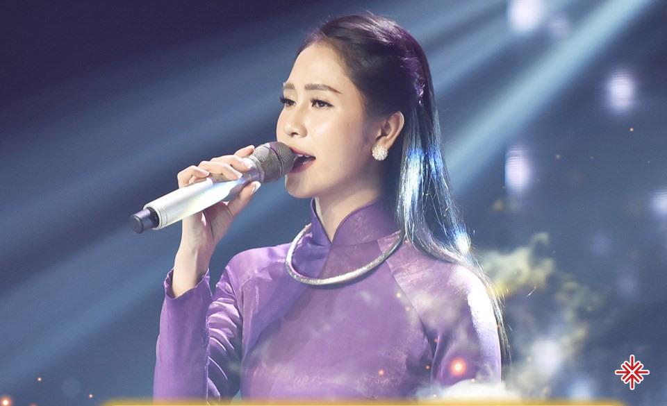 Phương Ý – cô ca sĩ trẻ nhiều triển vọng và tài  năng.