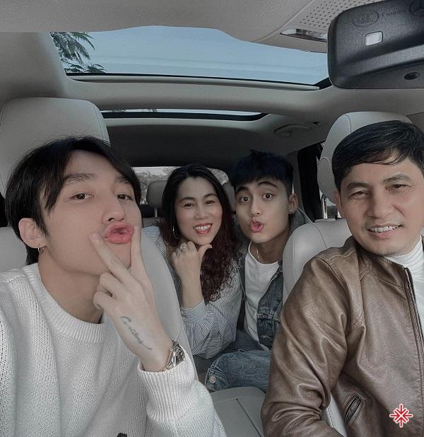 Gia đình ca sĩ Sơn Tùng - MTP.