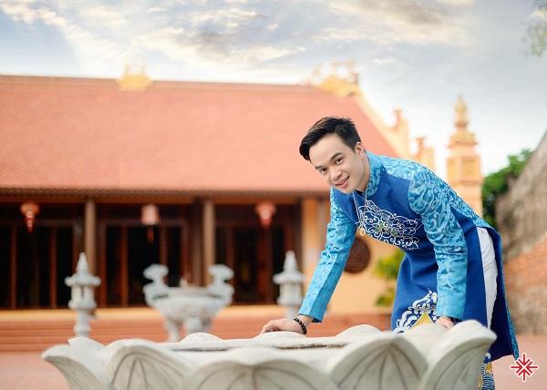 Ca sĩ Trần Duy Hưng và hành trình: 'Đi khắp muôn nơi để hát, để gieo đức tin Phật pháp nhiệm màu'.