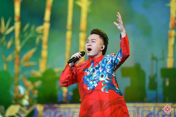 """Ca sĩ Tùng Dương - Ngôi sao sáng từ """"Sao Mai điểm hẹn""""."""