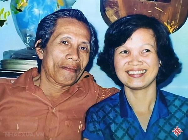 Nhạc sĩ Y Vân và vợ của ông.