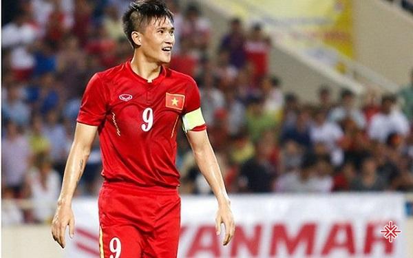 Công Vinh đến với sân cỏ hoàn toàn là tình cờ. Khi ấy, anh nghe nói rằng cứ là cầu thủ thì sẽ có tiền. Bởi thế, cậu bé năm ấy lựa chọn theo học lò đào tạo trẻ của Sông Lam Nghệ An.