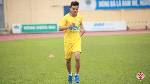 Một mình khăn gói lên Thành phố tìm kiếm cơ hội mới, Lê Văn Thắng cuối cùng cũng tìm được bến đỗ tại CLB bóng đá Thanh Hóa.