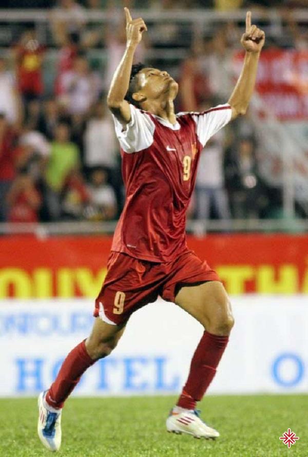 Văn Thắng đã thổi một làn gió mới, mang hương vị sôi nổi và nhiệt huyết hơn. Thanh Hóa FC 'hồi sinh' mạnh mẽ.