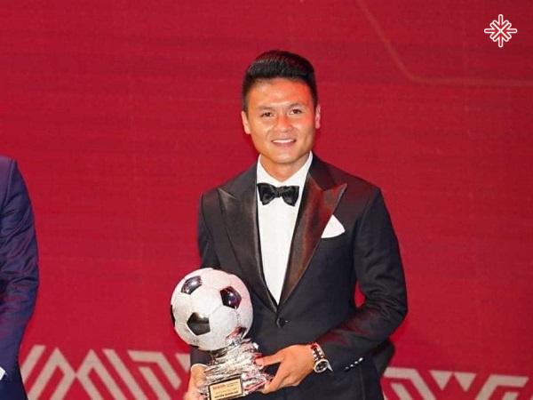 Anh xuất sắc mang về cho mình Quả bóng vàng Việt Nam theo một kịch bản không thể thuyết phục hơn.