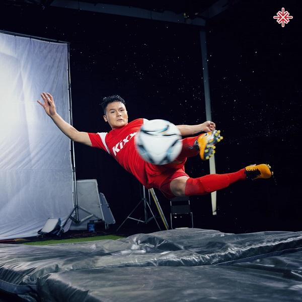 Tuy có thân hình nhỏ con nhưng Nguyễn Quang Hải sở hữu những kĩ thuật chơi bóng điêu luyện.