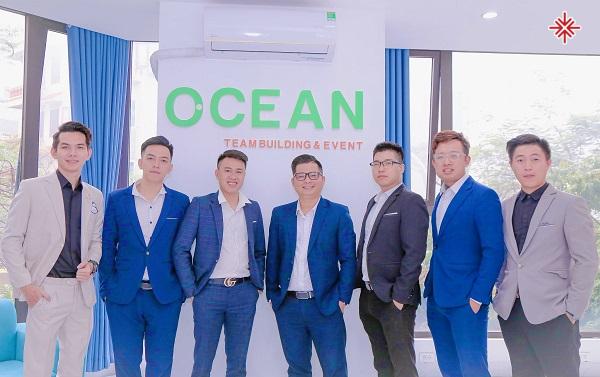 Hà Văn Tuyển (ảnh giữa) cùng các cộng sự quyết tâm đưa (Ocean Team Building - Event - Media) ghi danh, Top 10 doanh nghiệp tiêu biểu, cung cấp dịch vụ vàng (golden services) lĩnh vực sự kiện, Team building tại Việt Nam.