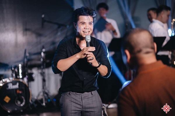 Ngay từ nhỏ Đinh Mạnh Ninh đã đạt được nhiều thành tích về lĩnh vực âm nhạc.