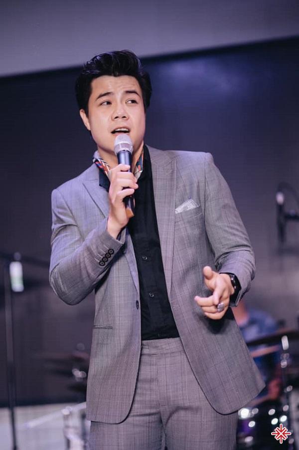 Bên cạnh tài năng ca hát, Đinh Mạnh Ninh còn sở hữu khả năng sáng tác nhạc xuất sắc.