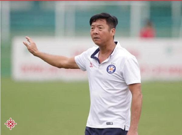 Chưa dừng lại ở đó, Lê Huỳnh Đức cùng với Lê Công Vinh là hai cầu thủ duy nhất cho đến nay nhận được cả 3 Quả Bóng Vàng Việt Nam.