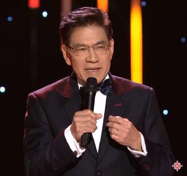 Nguyễn Ngọc Ngạn - MC chính của sân khấu Paris By Night trong suốt 25 năm.