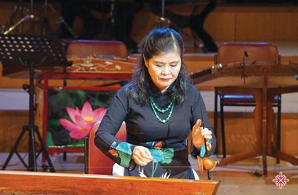 NSND Thanh Tâm – mẹ và là người truyền cảm hứng cho Hồ Hoài Anh.