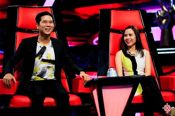 Cặp đôi vợ chồng HLV quyền lực Hoài Anh – Hương Giang trong The Voice Kids.
