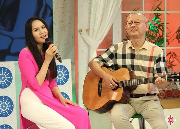 Hơn 20 năm chung sống, tình yêu của nhạc sĩ Trọng Đài và ca sĩ Mai Hoa vẫn nồng nàn như thuở ban đầu.