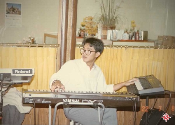 Tỏ ra là một người sáng dạ đối với âm nhạc, nhưng Trúc Hồ lại chẳng mấy hứng thú với những bài học chính quy ở trường.