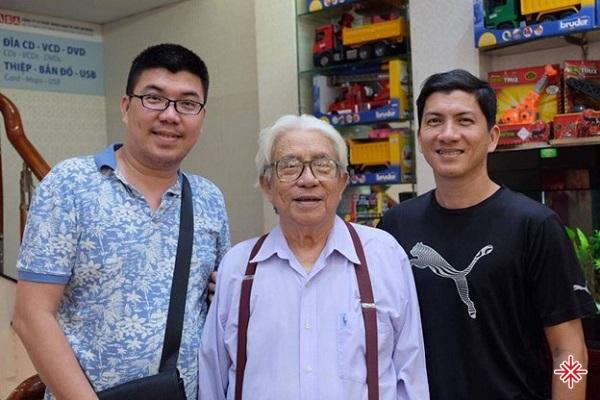 Nhạc sĩ Võ Hoài Phúc cùng ba và anh trai.