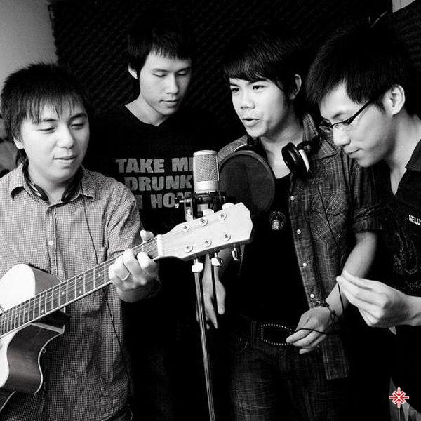 Nhóm nhạc 8X (sau này được đổi thành M4U).