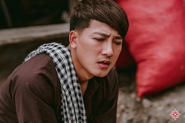 Châu Khải Phong sinh ra trong một gia đình thuần nông.