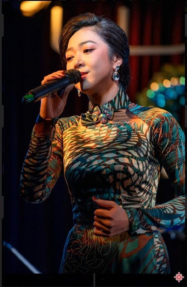 Sau 6 năm rời Việt Nam, đến năm 2016, Hà Thanh Xuân trở lại quê hương và xuất hiện lần đầu tiên trong liveshow của ca sĩ đàn anh Mạnh Quỳnh.