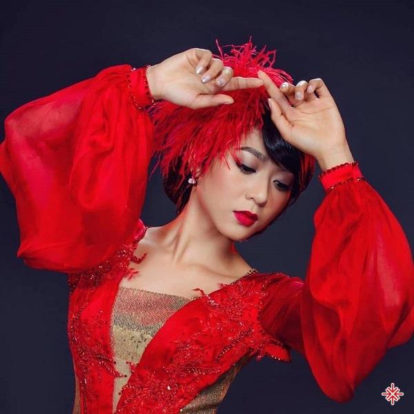 Hà Thanh Xuân lựa chọn dòng nhạc bolero để theo đuổi vì lý do đơn giản, bố mẹ cô rất thích nghe dòng nhạc này nên cô cũng hằng ngày được nghe, được tiếp xúc rồi dần dần thích luôn.