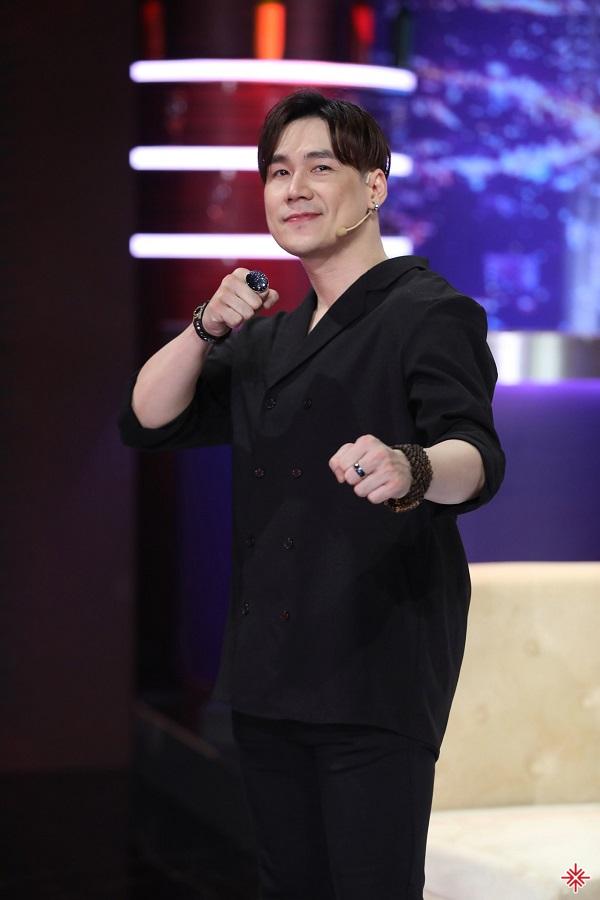 Khán giả đã nhìn thấy được một Khánh Phương vừa quen thuộc vừa mới lạ với ca khúc Mong em tha thứ.