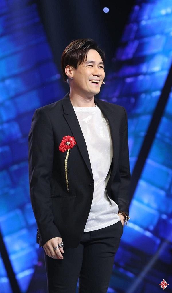 """Trong rất nhiều sáng tác của nhạc sĩ Nguyễn Văn Chung, anh chỉ đơn giản thấy tượng với tên bài hát """"Chiếc khăn gió ấm"""" nên đề nghị nghe thử."""