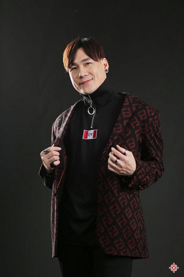 Ca sĩ Phạm Khánh Phương, sinh ngày 4 tháng 11 năm 1981 tại Thành phố Hồ Chí Minh, là cựu thành viên của nhóm nhạc MP5.