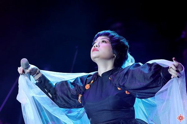 Khán giả đang rất nhớ một Ngọc Khuê đầy ma mị, điêu luyện trên sân khấu.