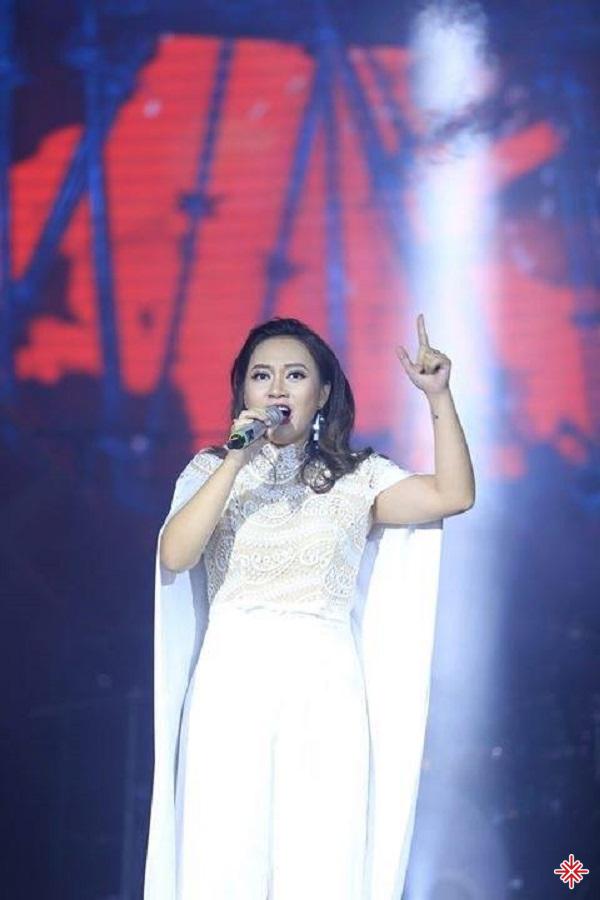 Không rầm rộ chạy show, đi show nhưng Khánh Linh lại là gương mặt quen thuộc của nhiều chương trình lớn như đêm nhạc của Phạm Duy hay những chương trình của  nhạc sĩ Dương Thụ.