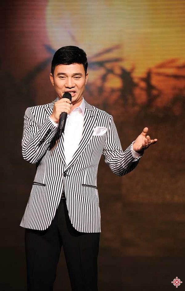 Mặc dù không sở hữu ngoại hình xuất sắc nhưng bù lại, Quang Linh được trời ban cho chất giọng khá ngọt ngào đặc biệt.