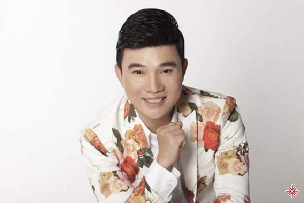 Quang Linh sinh ra trong một gia đình có 7 anh chị em, và anh là người con thứ sáu.