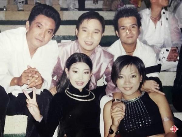 Ca sĩ Quang Linh cùng thời với nhiều nghệ sĩ tên tuổi khác.