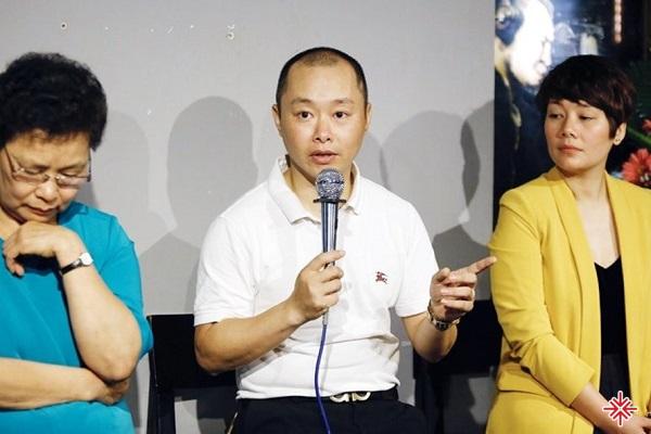 Gia đình cố nhạc sĩ An Thuyên (vợ, con trai, con gái lần lượt từ trái sang phải).