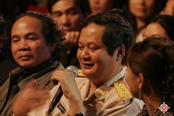 Nhà thơ Nguyễn Trọng Tạo (trái) và nhạc sĩ An Thuyên.