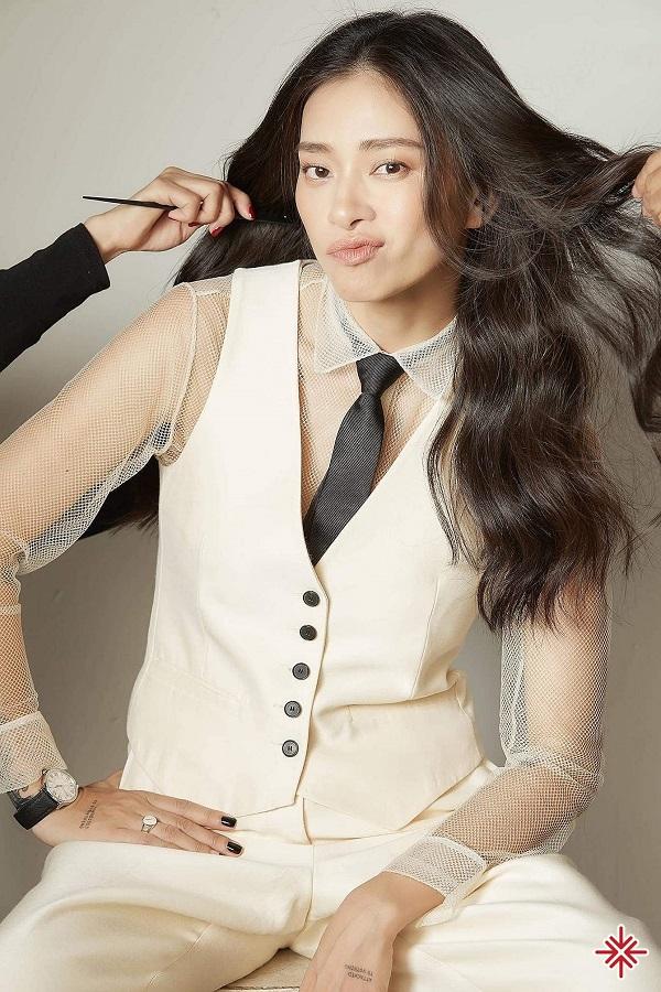 Trong năm 2004, Ngô Thanh Vân tiếp tục phát hành album thứ hai với tên gọi Bí ẩn vầng trăng vào ngày 15 tháng 3.