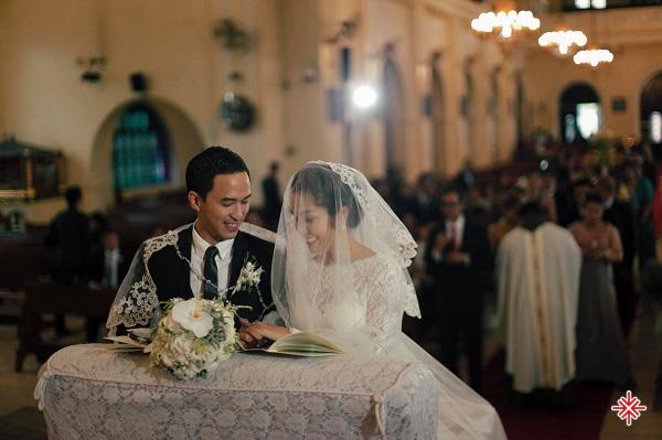 Đang trong thời kỳ đỉnh cao sự nghiệp, Tăng Thanh Hà tuyên bố kết hôn với doanh nhân Louis Nguyễn vào năm 2012.