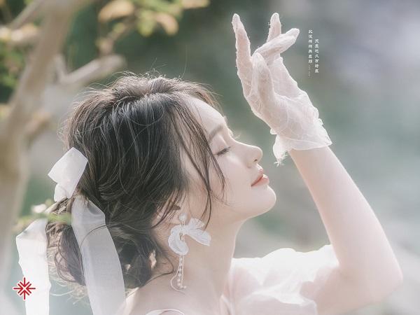 KOL Nguyễn Hạnh Tâm - 'đóa hồng rực rỡ đi gieo thương nhớ'. (Nguồn ảnh: Zalo nhân vật – Thứ Tư, 13 Tháng 10, lúc 22:35).