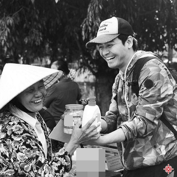 MC Phan Anh nhiều lần bị tố ăn chặn tiền từ thiện.