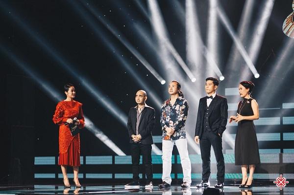 MC Phí Linh dẫn chương trình Sing My Song 2018.