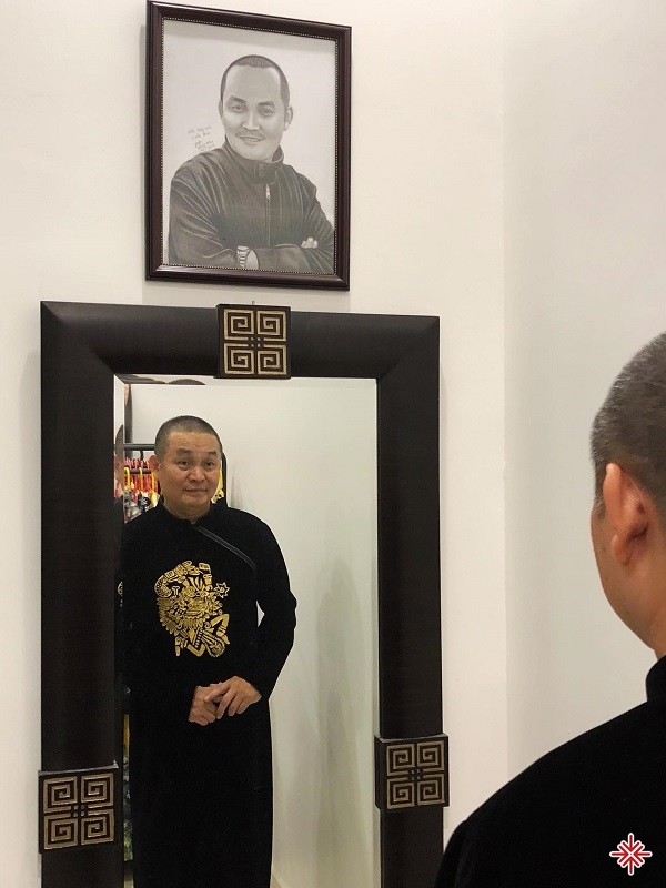 Xuân Hinh đem đến cho khán giả trên sân khấu là một con người với tinh thần rèn luyện nghiêm túc và yêu nghề.