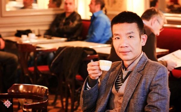 Nguyễn Vĩnh Tiến cho biết album này được anh cùng các đồng nghiệp sản xuất trong suốt 8 năm