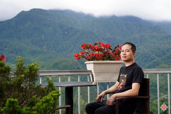 Sơn Thạch sinh ra trong một gia đình có truyền thống về nghệ thuật.