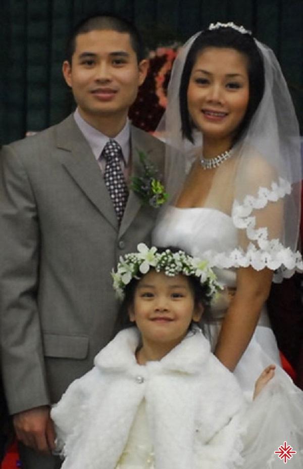 Sơn Thạch kết hôn với Bông Mai – cựu thành viên nhóm nhạc Con gái, đồng thời là con gái của cố nhạc sỹ An Thuyên.